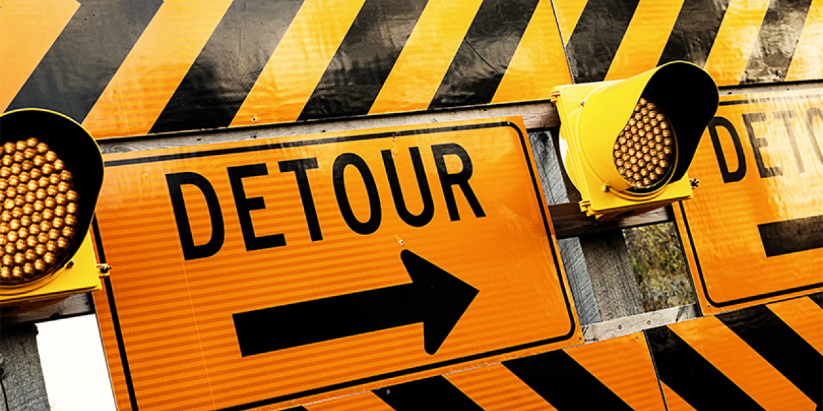 Detour sign in black and yellow.